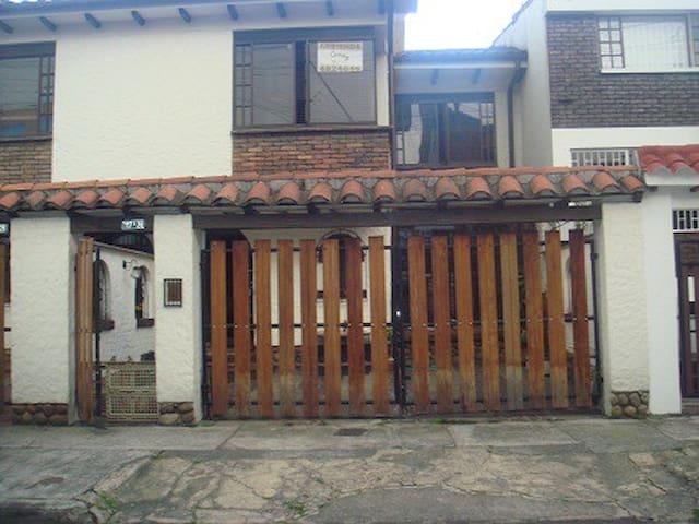 Casa Moderna - Bogotá - House