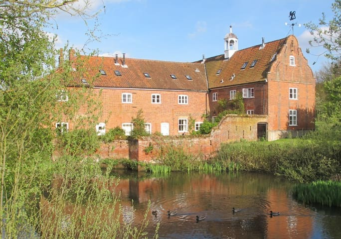 Pond Cottage, Rural setting, Norwich 5 miles