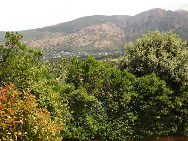 Alata Rez de villa, parking privé, terrasse jardin