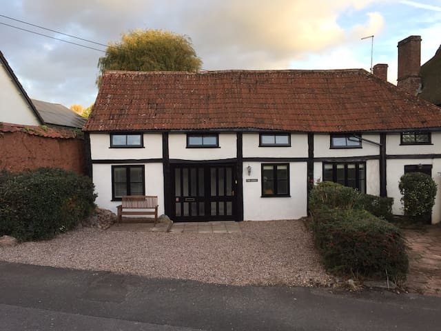 2 Bedroom Cottage - Ebford nr Topsham & Exeter - Devon