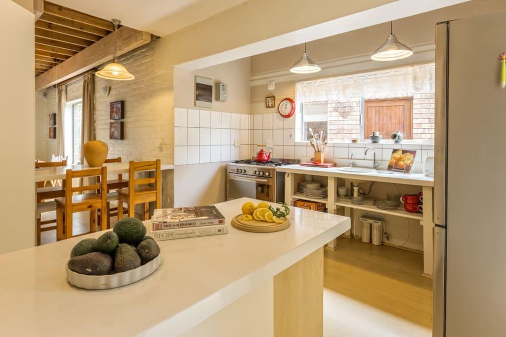 The fully equipped kitchen with fridge/freezer, washing machine and dishwasher.