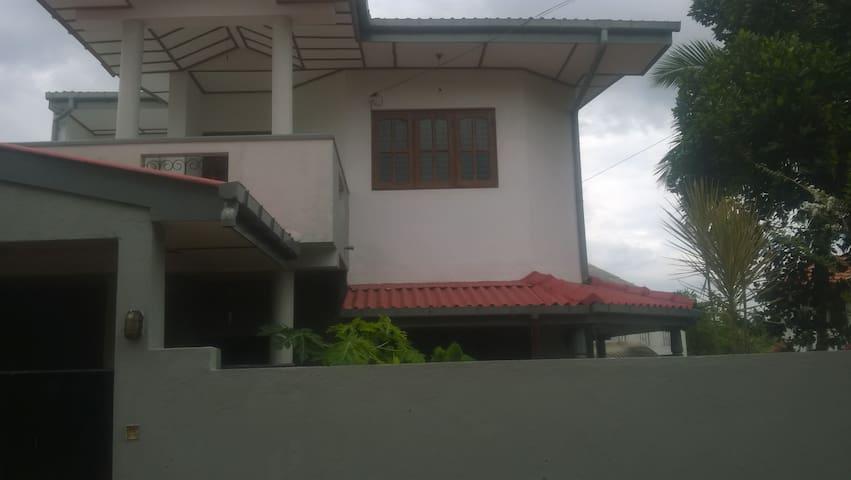 A specious, secured tranquil house - Kopiyawatta - Casa