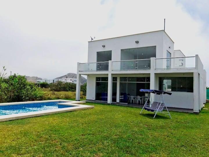 Casa de Playa en Cond. Costa del Campo-Mala-Asia