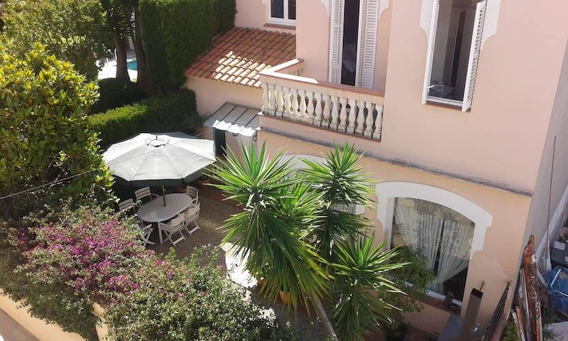 Bonita casa a 20 minutos del centro de Barcelona. - Tiana - Rumah