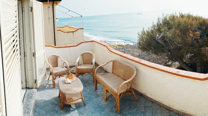 Apartment on the beach in Cittadella Del Capo