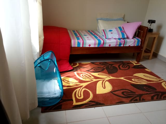 Extra single room self contained