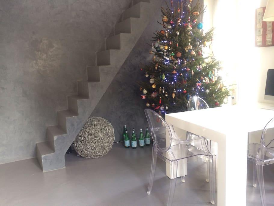1er étage et accès 2ème étage.. A Noël!