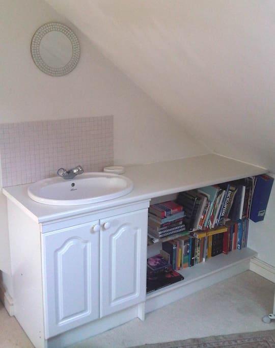 Private vanity basin.