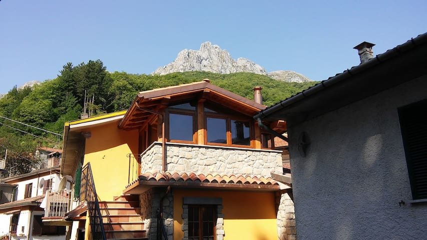 Home in wild Garfagnana