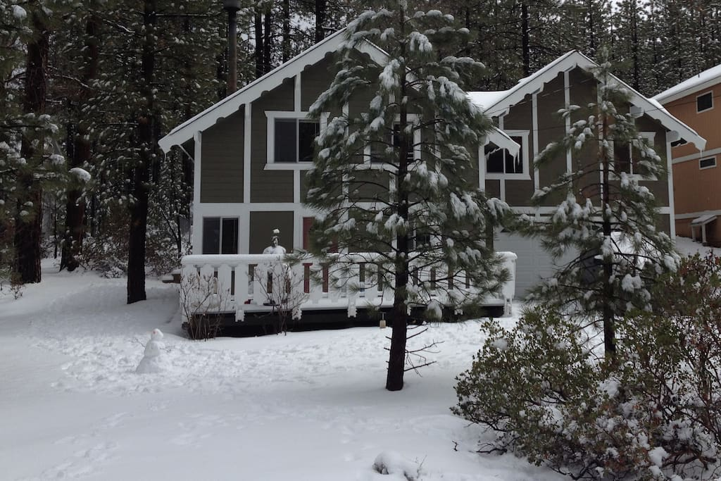 Big bear cabin walk to snow summit houses for rent in for Snow summit cabin