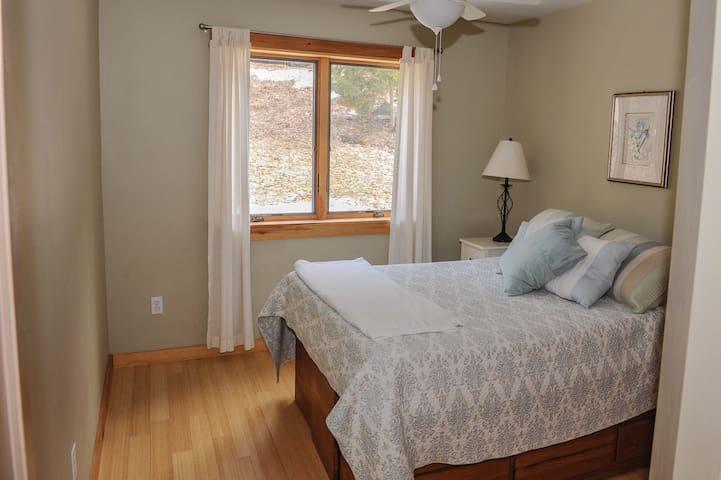Bedroom - full bed.