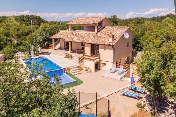 Villa Nabucco, 2 HEATED swimming pools, island Krk