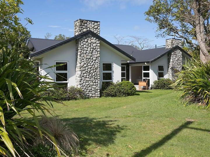 Te Whare Kotare - Kingfisher House