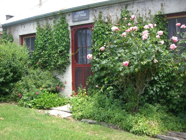 Creek Cottage at Lochinver Farm - Carisbrook - House