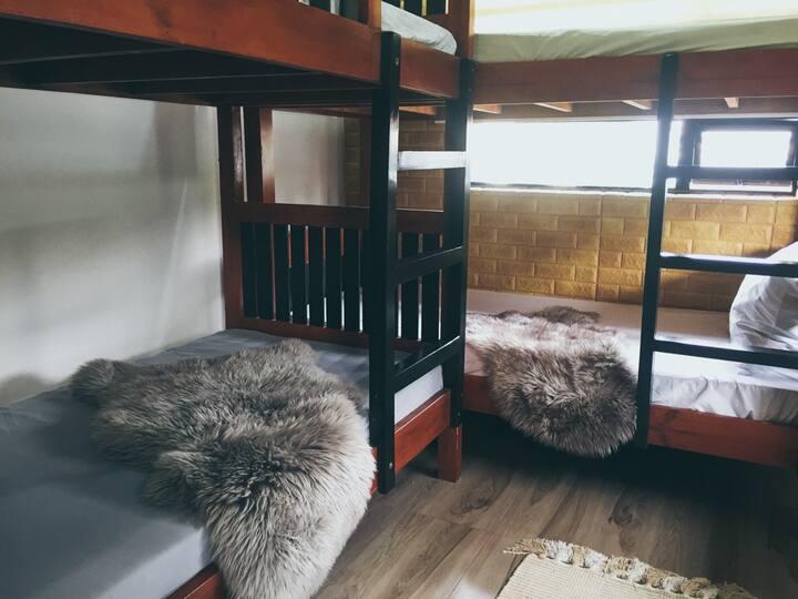 Esperanza's BnB Upper Family Room (Non Aircon)