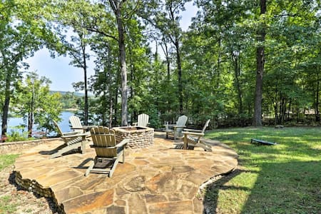 Greers Ferry Lakefront Home w/Deck & Fire Pit!