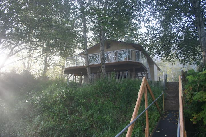 Siletz Riverhouse - Peaceful Haven on the River - Lincoln City - Houten huisje