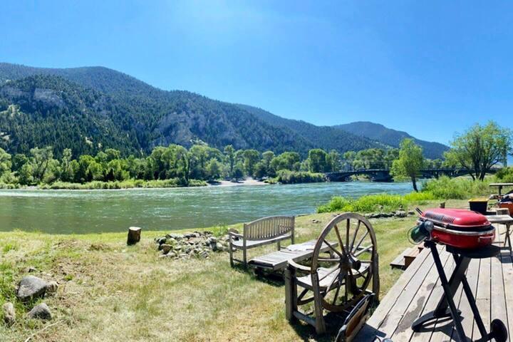 RV Campsite on Yellowstone River Beautiful views!!