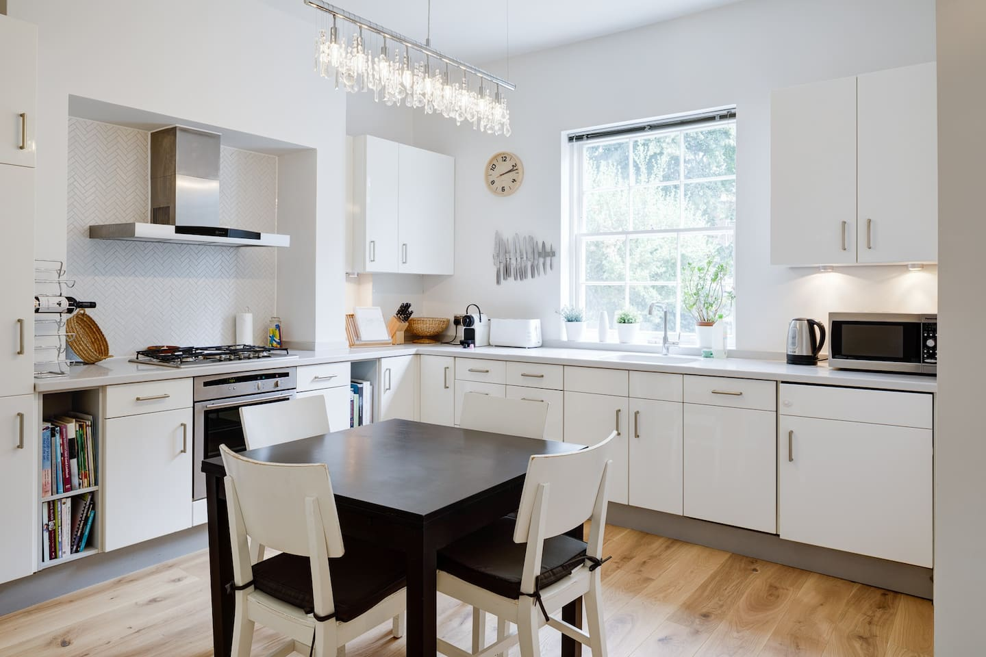 Large, light eat in kitchen - great for home cooking. Kitchen has all mod cons - dishwasher, wide oven, gas hobs, full size fridge/freezer, microwave, Nespresso coffee machine, toaster, kettle.