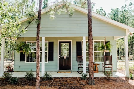 Woodsy Retreat | Private Walking Trail | Peaceful!