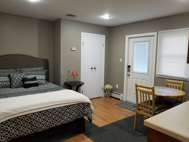 Studio Apt Private Entr in Stony Brook- 2 mi Univ
