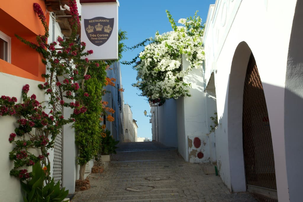Our apt is in this street near Tres Coroas restaurant and 3 mins walk to beaches and town.