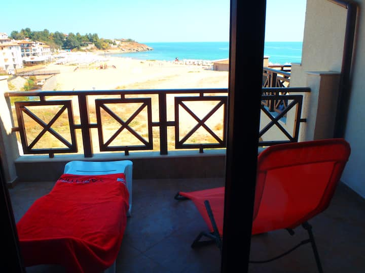 1 bedroom luxury apartment on beach