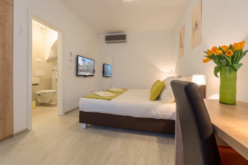 OLD TOWN Rooms and Apartments - Room 1 - double room configuration