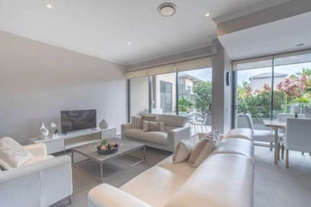 Private Room In Surfers paradise