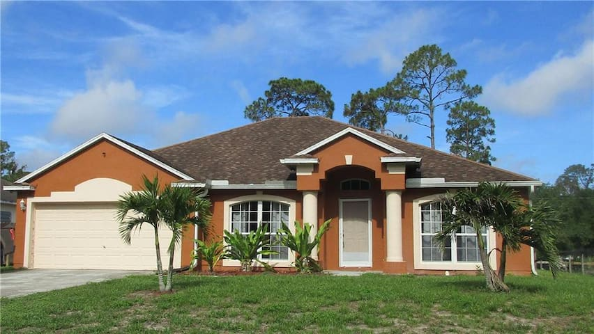 Spacious 3/2/2 Home in Vero Beach, Florida