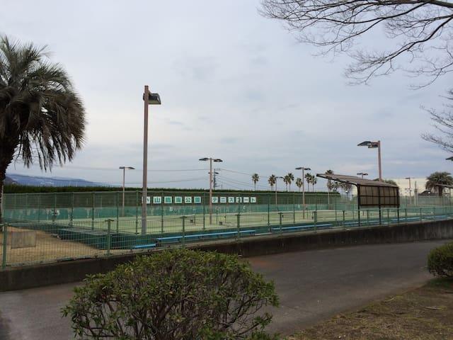 Let's play tennis in Oyama Park!