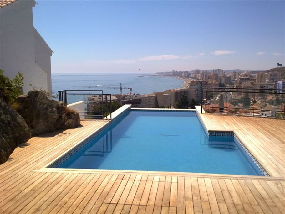 The amazing infinity pool in the urbanization! With views over Fuengirola