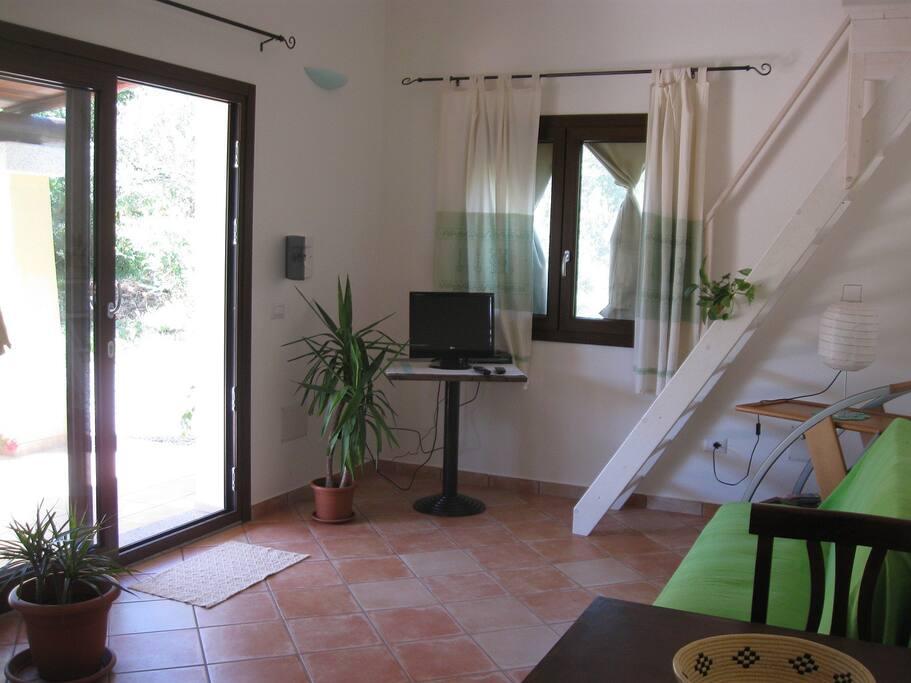 Soggiorno e soppalco - Livingroom and loft