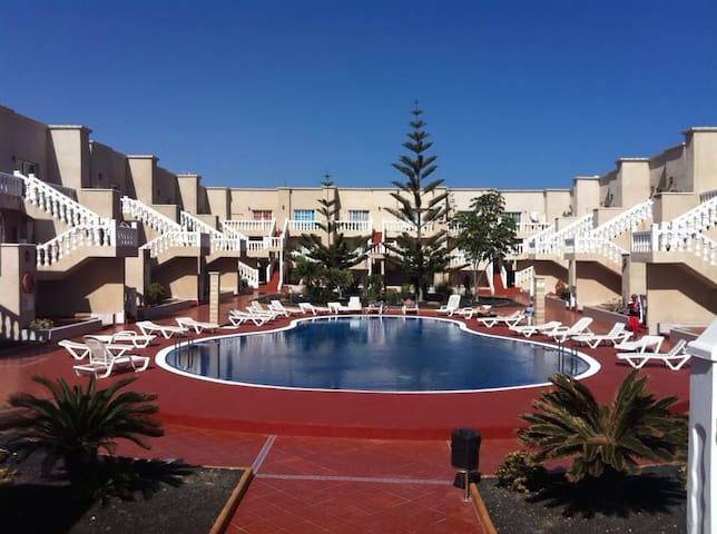 Room in 2 floor apartment with pool - Castillo Caleta de Fuste - Apartamento