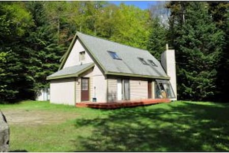 One Mile to Mt Snow, 5 Bed / 2 Bath - West Dover - Hus