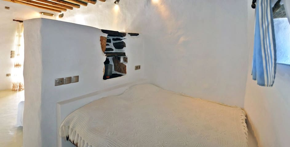 Renovated traditional themonia - Ano Meria - Casa