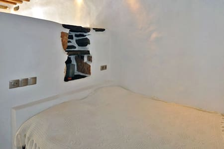 Renovated traditional themonia - Ano Meria