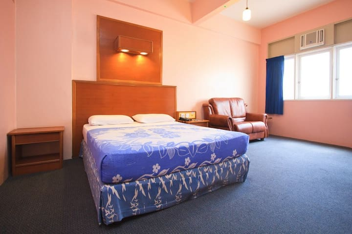 PRIVATE DOUBLE EN SUITE WITH A/C - George Town - Bed & Breakfast