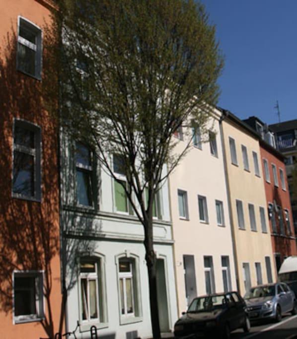 Kurze Straße 9 (Das Haus rechts vom Baum!)