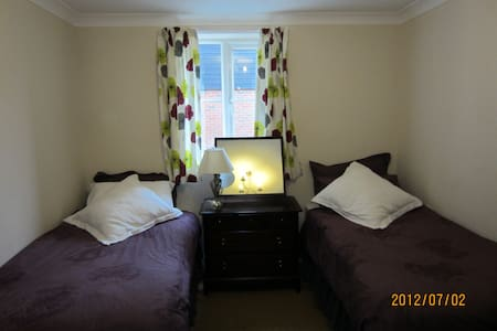 Twin Room in historic market town - Saffron Walden - บ้าน