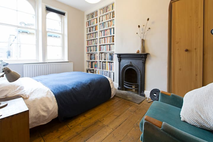 Beautiful room in listed Saltaire - Shipley - Huis