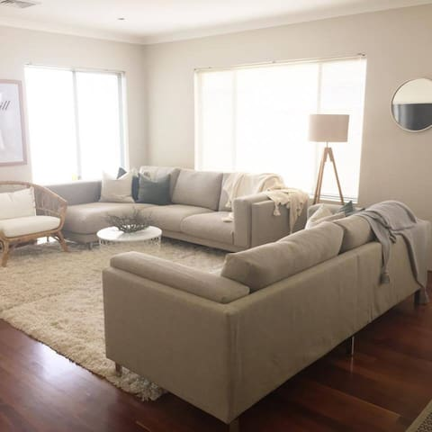 Newly furnished Modern and Stylish Central Getaway