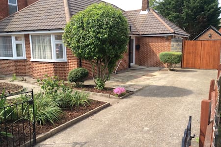 Detached 3 bedroom bungalow in Winton, Bournemouth - Bungalow