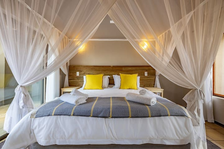 Room 1 with king sized bed or twin beds
