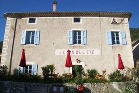 Le vin de l'été - Ponet-et-Saint-Auban - Bed & Breakfast