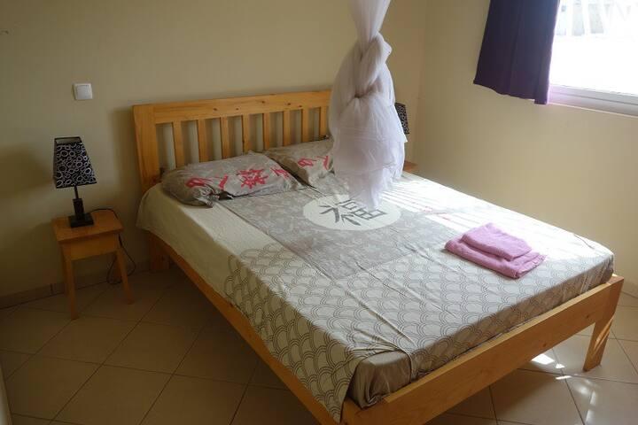 La chambre avec protection moustique (il y en a peu ! et pas souvent)