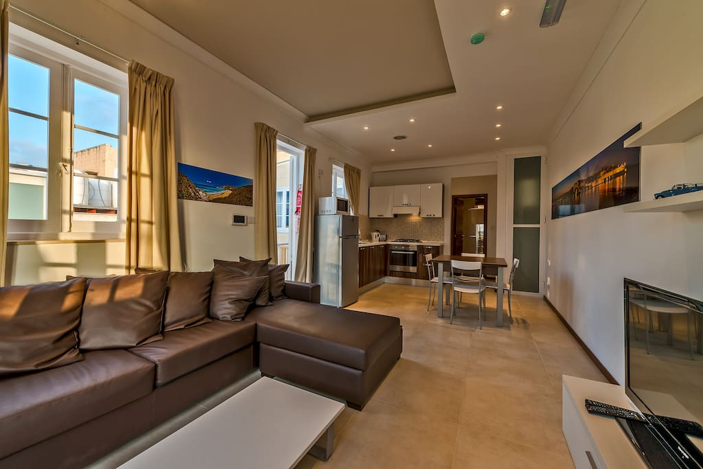 valletta 2double bedroom apartment with views appartements louer la valette malte. Black Bedroom Furniture Sets. Home Design Ideas