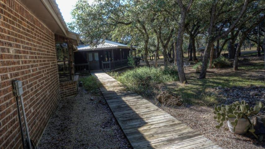 Wellington Creekside Lodge @ Utopia River Retreat