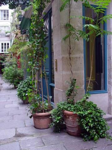 PARISIAN LOFT 3 BEDROOMS