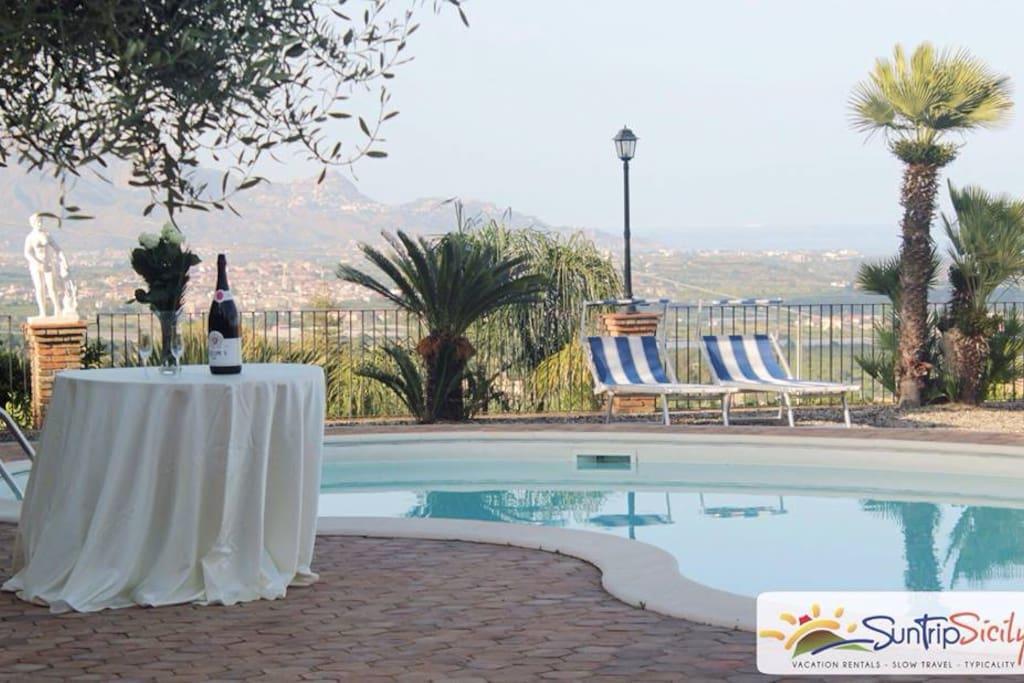 Swimming Pool - Suite Apt Elena - AGRITURISMO ROSEMARINE -  SUNTRIPSICILY COM